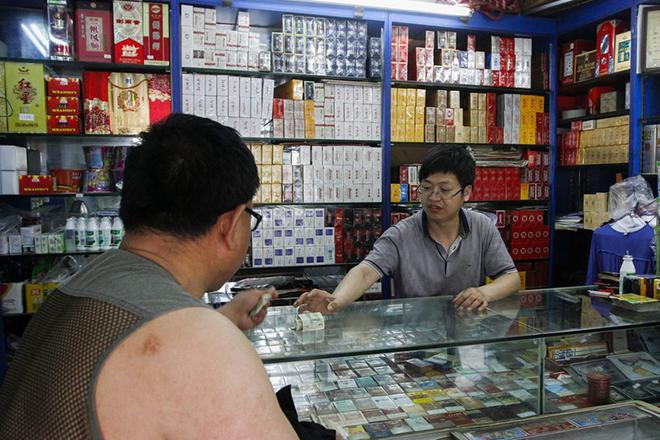 Η μεγαλύτερη καπνοβιομηχανία του κόσμο ετοιμάζεται να «κατακτήσει» την αγορά του Χονγκ Κονγκ