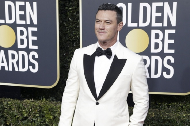 epa07266385 Luke Evans arrives for the 76th annual Golden Globe Awards ceremony at the Beverly Hilton Hotel, in Beverly Hills, California, USA, 06 January 2019.  *** Local Caption *** 52514391  EPA/MIKE NELSON *** Local Caption *** 52514391