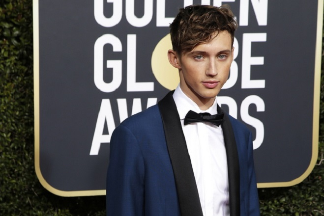epa07266482 Troye Sivan arrives for the 76th annual Golden Globe Awards ceremony at the Beverly Hilton Hotel, in Beverly Hills, California, USA, 06 January 2019.  EPA/MIKE NELSON *** Local Caption *** 52514391