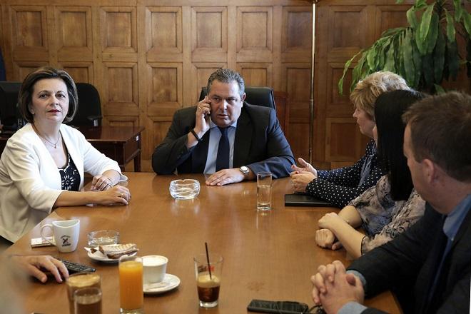 Ο πρόεδρος των ΑΝΕΛ και υπουργός Εθνικής Άμυνας Πάνος Καμμένος (2Α) προεδρεύει στη συνεδρίαση της Κοινοβουλευτικής Ομάδας των ΑΝΕΛ με τη συμμετοχή και υπουργών και υφυπουργών από τους ΑΝΕΛ, στη Βουλή, Αθήνα, Τρίτη 02 Οκτωβρίου 2018. ΑΠΕ-ΜΠΕ/ΑΠΕ-ΜΠΕ/ΣΥΜΕΛΑ ΠΑΝΤΖΑΡΤΖΗ