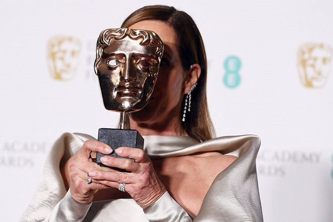 epaselect epa06540952 US actress Allison Janney poses in the press room after winning the award for Supporting Actress for 'I, Tonya' during the 71st annual British Academy Film Awards at the Royal Albert Hall in London, Britain, 18 February 2018. The ceremony is hosted by the British Academy of Film and Television Arts (BAFTA).  EPA/ANDY RAIN