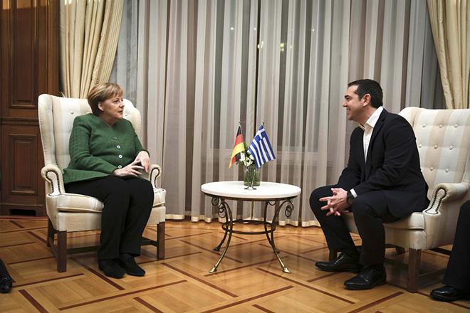(Ξένη Δημοσίευση)  Ο πρωθυπουργός Αλέξης Τσίπρας συνομιλεί με τη Γερμανίδα καγκελάριο Άνγκελα Μέρκελ κατά τη διάρκεια της συνάντησής τους, την Πέμπτη 10 Ιανουαρίου 2019, στο Μέγαρο Μαξίμου.  Η Γερμανίδα καγκελάριος πραγματοποιεί διήμερη επίσημη επίσκεψη στην Αθήνα.  .  ΑΠΕ-ΜΠΕ/ΓΡΑΦΕΙΟ ΤΥΠΟΥ ΠΡΩΘΥΠΟΥΡΓΟΥ/Andrea Bonetti