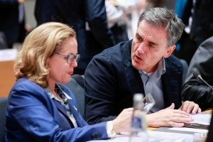 epa07206308 Spanish Economy Minister Nadia Calvino (L) and Greek Finance Minister Euclid Tsakalotos attend an extended EU Eurogroup meeting at the European Council in Brussels, Belgium, 03 December 2018.  EPA/STEPHANIE LECOCQ