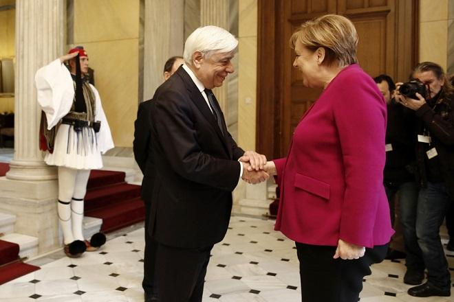 Ο Πρόεδρο της Δημοκρατίας Προκόπης Παυλόπουλος υποδέχεται τη Γερμανίδα καγκελάριο Άνγκελα Μέρκελ κατά τη διάρκεια της συνάντησής τους,  την  Παρασκευή 11 Ιανουαρίου 2019, στο Προεδρικό Μέγαρο. Η Γερμανίδα καγκελάριος πραγματοποιεί διήμερη επίσημη επίσκεψη στην Αθήνα.  ΑΠΕ-ΜΠΕ/ΑΠΕ-ΜΠΕ/ΑΛΕΞΑΝΔΡΟΣ ΒΛΑΧΟΣ