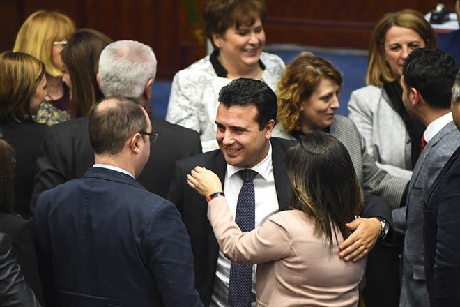 ΠΓΔΜ: «Πήραμε την μοίρα μας στα χέρια μας» το μήνυμα της κυβέρνησης – Όλες οι αντιδράσεις