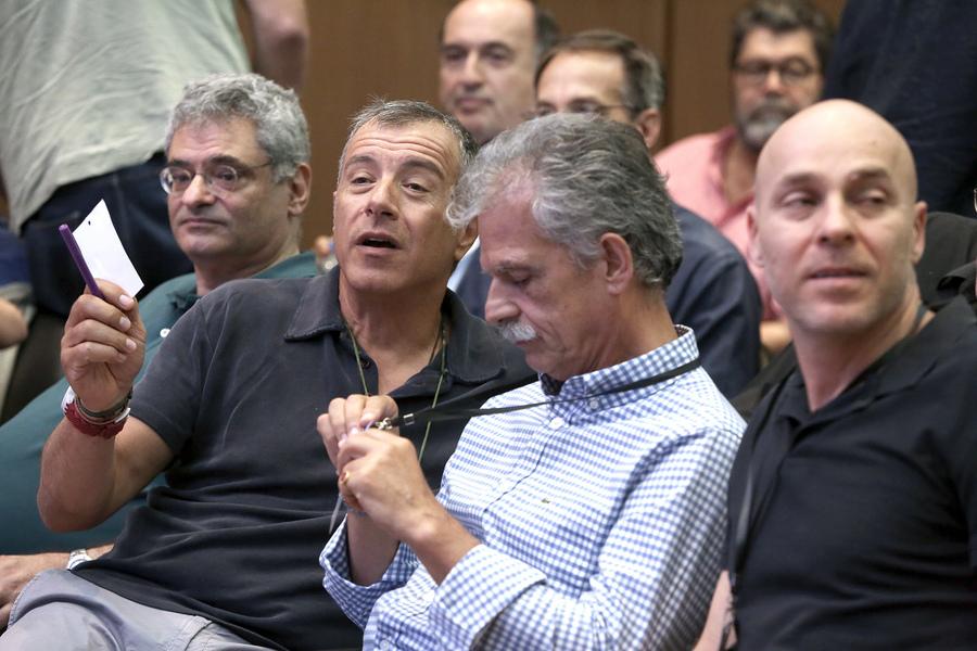 Διορία λίγων ωρών στον Σπύρο Δανέλλη να αποφασίσει εάν θα στηρίξει την κυβέρνηση
