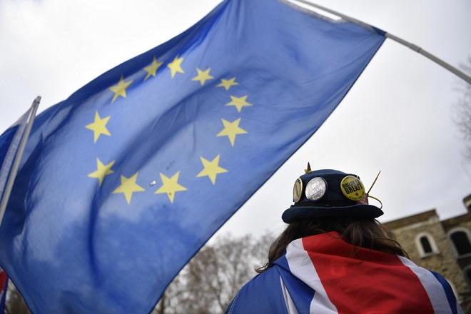 Brexit: Δεν δείχνει να μετακινείται από τις «κόκκινες γραμμές» της η Τερέζα Μέι – Ημερομηνία Ευρωεκλογών η 23η Μαΐου