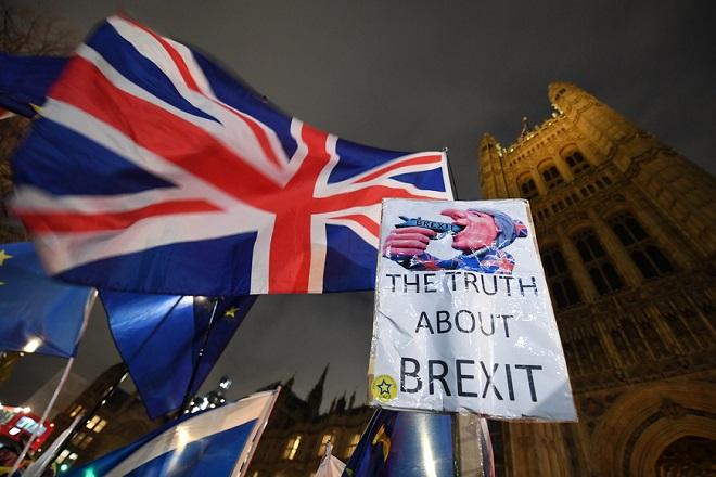 Στα 80 δισ. λίρες έφτασε ο βαρύς «λογαριασμός» του Brexit μετά το δημοψήφισμα