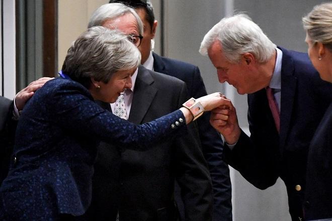 «Παράθυρο» με πολλούς αστερίσκους για νέα συμφωνία ΕΕ-Βρετανίας για το Brexit