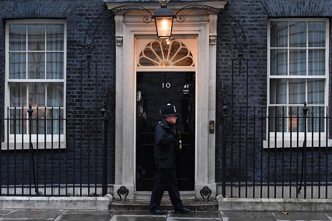 Διακομματικές διαβουλεύσεις για έναν έντιμο συμβιμβασμό για το Brexit πραγματοποιεί η Τερέζα Μέι