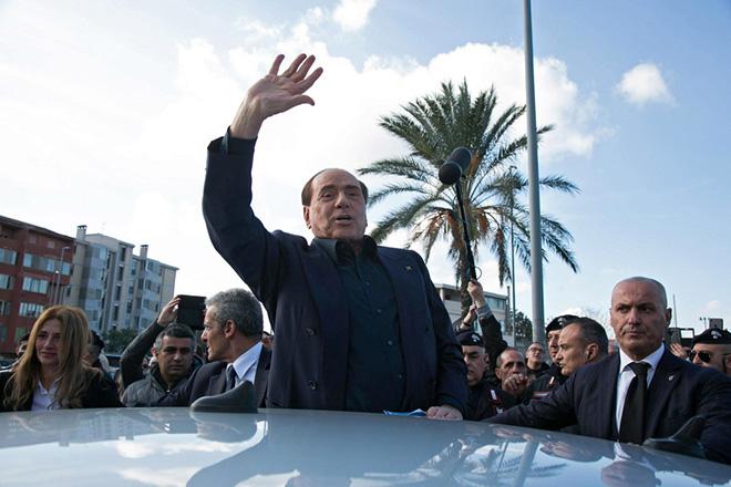 Επιστροφή στην πολιτική μέσω Ευρωκοινοβουλίου για τον Σίλβιο Μπερλουσκόνι