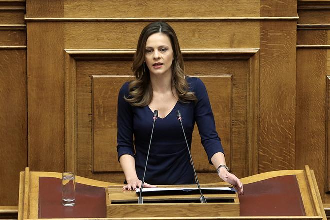 Η υπουργός Εργασίας Έφη Αχτσιόγλου μιλάει στη συζήτηση στην Ολομέλεια της Βουλής για παροχή ψήφου εμπιστοσύνης προς την κυβέρνηση, Τετάρτη 16 Ιανουαρίου 2019. Η συζήτηση θα ολοκληρωθεί με ονομαστική ψηφοφορία το βράδυ της Τετάρτης. ΑΠΕ-ΜΠΕ/ΑΠΕ-ΜΠΕ/ΣΥΜΕΛΑ ΠΑΝΤΖΑΡΤΖΗ