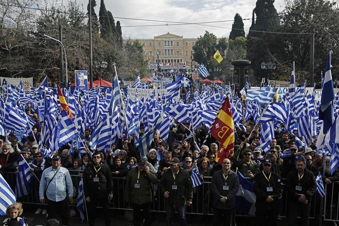 Συλλαλητήριο για τη Μακεδονία: Φτάνουν στο Σύνταγμα οι πρώτοι διαδηλωτές (Φωτογραφίες- Βίντεο)