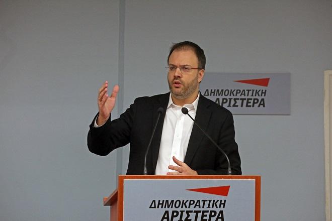 O Θεοχαρόπουλος διέσπασε τη ΔΗΜΑΡ, προσχωρεί στον ΣΥΡΙΖΑ