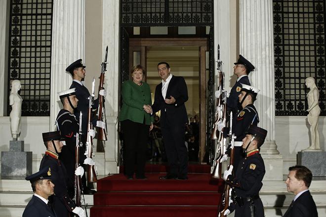 Ο πρωθυπουργός Αλέξης Τσίπρας (ΚΔ) υποδέχεται τη Γερμανίδα καγκελάριο Άνγκελα Μέρκελ (ΚΑ) κατά τη διάρκεια της συνάντησής τους, την Πέμπτη 10 Ιανουαρίου 2019, στο Μέγαρο Μαξίμου.  Η Γερμανίδα καγκελάριος πραγματοποιεί διήμερη επίσημη επίσκεψη στην Αθήνα. ΑΠΕ-ΜΠΕ/ΑΠΕ-ΜΠΕ/ΓΙΑΝΝΗΣ ΚΟΛΕΣΙΔΗΣ