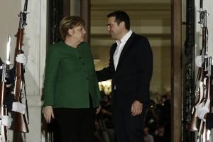 Ο πρωθυπουργός Αλέξης Τσίπρας (Δ) υποδέχεται τη Γερμανίδα καγκελάριο Άνγκελα Μέρκελ (Α) κατά τη διάρκεια της συνάντησής τους, την Πέμπτη 10 Ιανουαρίου 2019, στο Μέγαρο Μαξίμου.  Η Γερμανίδα καγκελάριος πραγματοποιεί διήμερη επίσημη επίσκεψη στην Αθήνα. ΑΠΕ-ΜΠΕ/ΑΠΕ-ΜΠΕ/ΓΙΑΝΝΗΣ ΚΟΛΕΣΙΔΗΣ