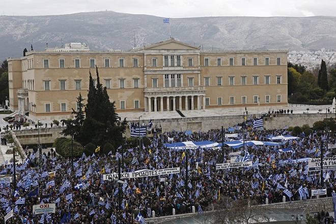 Διεθνής Τύπος: Ένα όνομα διχάζει την Ελλάδα