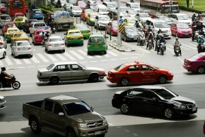 epa05421646 Vehicles are stuck during a traffic jam at a main road in central of Bangkok city, Thailand, 12 July 2016. Bangkok city is ranked as the city with the highest traffic jam in the world in 2016. More than 295 city of 38 country in around the world was surveyed by GPS navigation system manufacturer company TomTom, Istanbul, Mexico city and Moscow came in second respectively.  EPA/NARONG SANGNAK