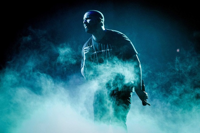 epa05757918 US singer Drake performs during a concert of his Boy Meets World Tour in the Ziggo Dome, Amsterdam, The Netherlands, 28 January 2017.  EPA/FERDY DAMMAN