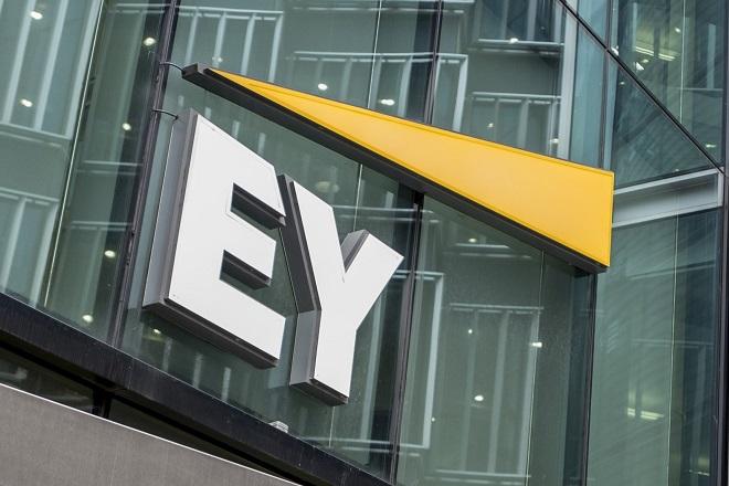 EY: Σε ιστορικό υψηλό η διάθεση για εξαγορές στην Ελλάδα
