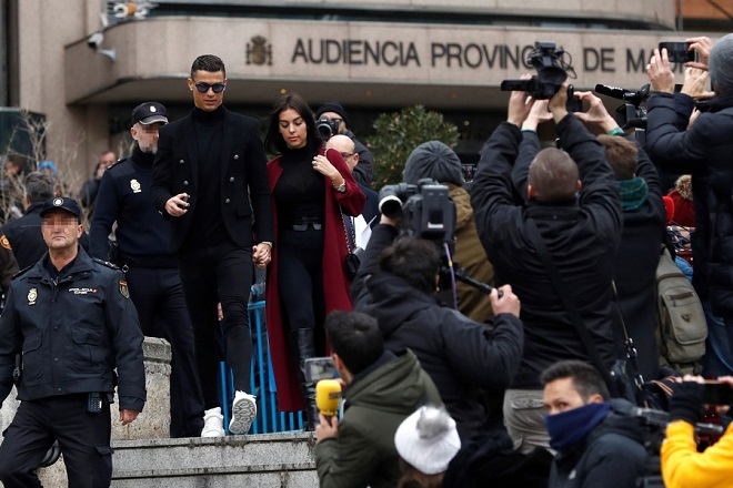 epa07308512 Juventus FC forward Cristiano Ronaldo and his partner Georgina Rodriguez leave a court in Madrid, Spain, 22 January 2019. Ronaldo is facing tax fraud charges related to his time at Real Madrid.  EPA/Emilio Naranjo (Editors note: Face of policeman blurred by source in accordance with Spanish law)
