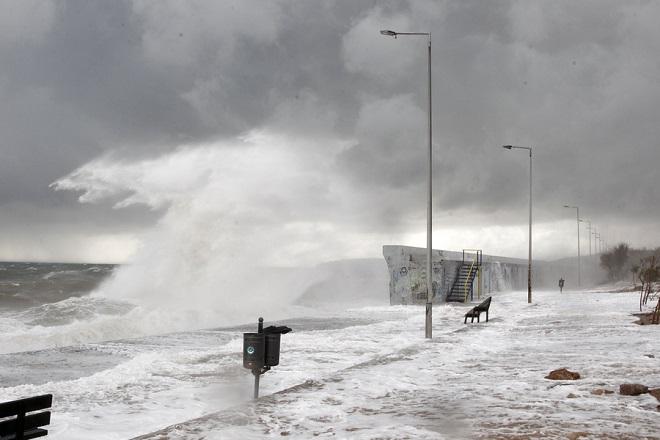 Συνεχίζεται η κακοκαιρία με καταιγίδες, χιονοπτώσεις και ισχυρούς ανέμους