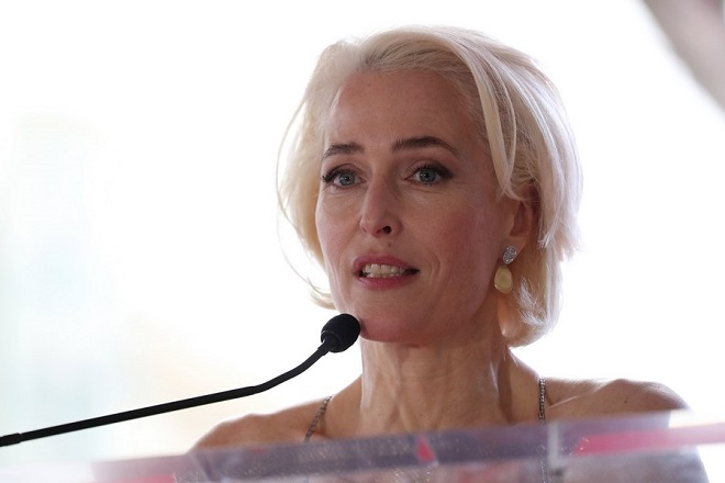 epa06425645 US actress Gillian Anderson attends the ceremony honoring her with a Star on The Hollywood Walk of Fame in Hollywood, California, USA, 08 January 2018. Johnson received the 2,625th star on the Walk of Fame in the category of Television.  EPA/ANDREW GOMBERT