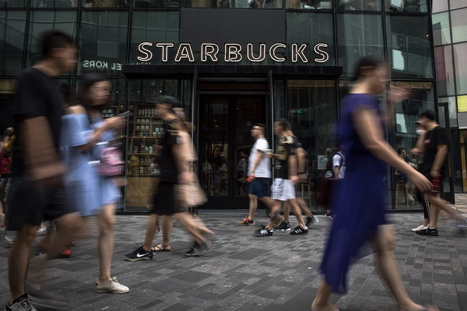 Starbucks και Uber Eats ενώνουν τις δυνάμεις τους για delivery καφέ