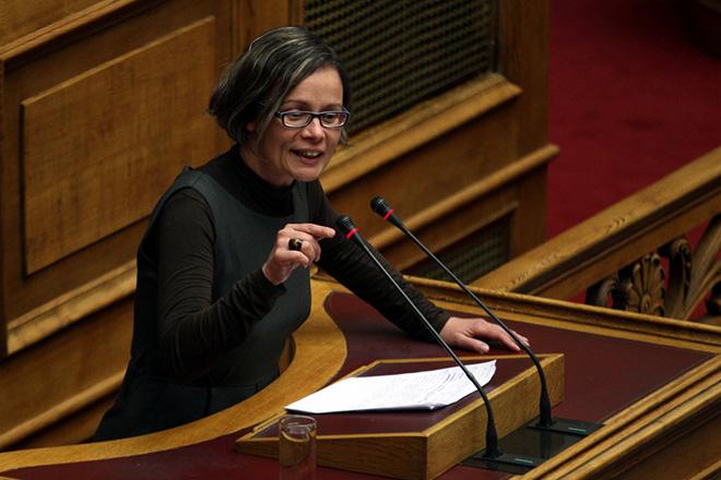 «Τίποτα δεν μας φοβίζει» απαντά η βουλευτής Ελισάβετ Σκουφά μετά την επίθεση στο σπίτι της