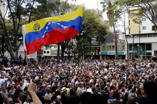 Βαθαίνει η κρίση στη Βενεζουέλα: Απορρίπτει τον διάλογο με τον Μαδούρο ο Χουάν Γκουαϊδό – Πλήρης στήριξη των ΗΠΑ