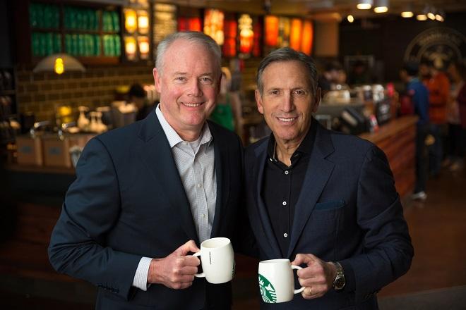 Πώς είναι να αναλαμβάνεις τη θέση ενός θρυλικού ηγέτη σε μία εταιρεία – Ο CEO της Starbucks απαντά