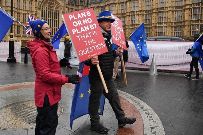 Σε αδιεξοδο η Βρετανία λίγο πριν τη δεύτερη ψηφοφορία