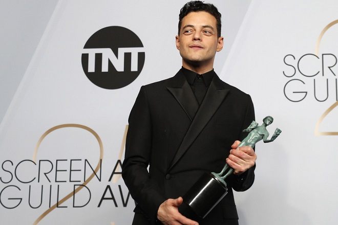 epaselect epa07326922 Rami Malek poses with the SAG Award for Outstanding Performance by a Male Actor in a Leading Role in 'Bohemian Rhapsody' during the 25th annual Screen Actors Guild Awards ceremony at the Shrine Auditorium in Los Angeles, California, USA, 27 January 2019.  EPA/NINA PROMMER