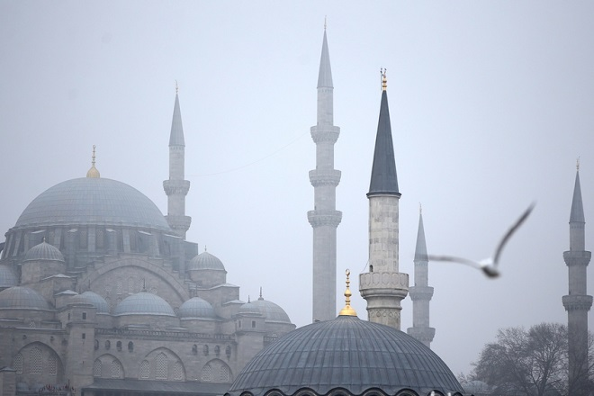 epa07327209 A seagull flies around the Suleymaniye mosque on foggy day in Istanbul, Turkey, 28 January 2019. According to weather reports, Istanbul is expected to have cloudy days throughout the week.  EPA/ERDEM SAHIN