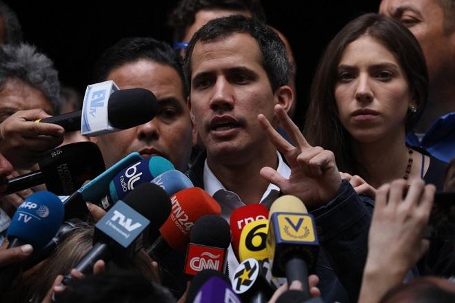 ΗΠΑ και Αυστραλία αναγνωρίζουν τον Γκουαϊδό ως μεταβατικό πρόεδρο στη Βενεζουέλα