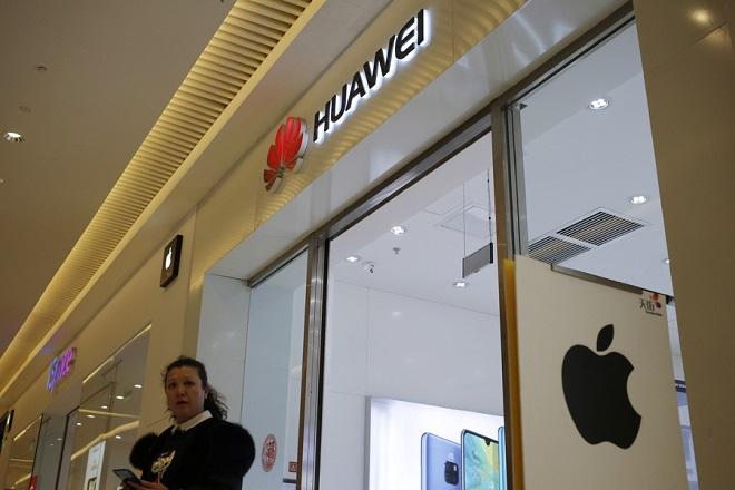 Νέα αμερικανική «επίθεση» κατά της Huawei – «Θα κατασκοπεύει τους πελάτες μας»