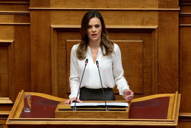 Αχτσιόγλου: Θα ακυρώσουμε τη μείωση του αφορολόγητου όπως κάναμε και με τις συντάξεις
