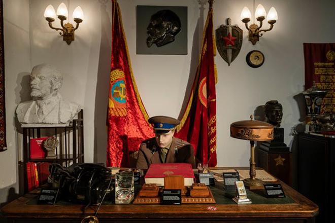 Τα μυστικά «όπλα» των πρακτόρων της KGB σε μουσείο στη Νέα Υόρκη