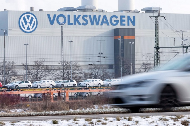 epa07312441 An exterior view of the Volkswagen (VW) vehicle factory in Zwickau, Germany, 23 January 2019. The VW Golf car is produced at the VW plant in Zwickau.  EPA/UWE MEINHOLD