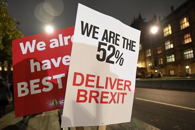 Η Βρετανία ψήφισε «Brexit με συμφωνία» – Βέτο από ΕΕ σε νέα διαπραγμάτευση