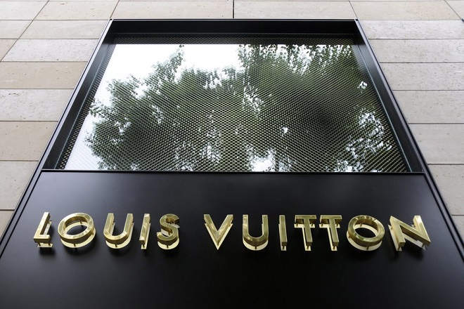 epa05139545 (FILE) A file photo dated 10 August 2008 showing a Louis Vuitton store in Frankfurt, Germany. World's leading luxury products group LVMH, the parent company that owns Louis Vuitton, is to release their 2015 full year results on 02 February 2016.  EPA/MAURITZ ANTIN