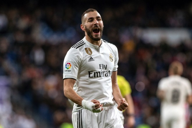 epa07317001 Real Madrid's striker Karim Benzema celebrates after scoring the fourth goal against Girona during the Spain's King's Cup quarterfinals first leg match between Real Madrid and Girona, played at Santiago Bernabeu stadium in Madrid, Spain, 24 January 2019.  EPA/RODRIGO JIMENEZ