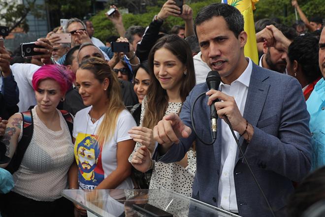 Χουάν Γκουαϊδό: Η στρατηγική του ανθρώπου που βρίσκεται ένα βήμα πριν την πλήρη ανατροπή του Νικολάς Μαδούρο