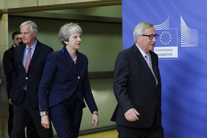 Σκληρό «πόκερ» μεταξύ Βρετανίας-ΕΕ για το Brexit