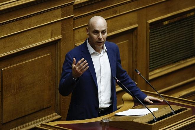 Ο ανεξάρτητος βουλευτής, Γιώργος Αμυράς, μιλάει στη συζήτηση στην Ολομέλεια της Βουλής με θέμα: Κύρωση της Τελικής Συμφωνίας για την Επίλυση των Διαφορών οι οποίες περιγράφονται στις Αποφάσεις του Συμβουλίου Ασφαλείας των Ηνωμένων Εθνών 817 (1993) και 845 (1993), τη Λήξη της Ενδιάμεσης Συμφωνίας του 1995 και την Εδραίωση Στρατηγικής Εταιρικής Σχέσης μεταξύ των Μερώv, Τετάρτη 23 Ιανουαρίου 2019.  ΑΠΕ-ΜΠΕ/ΑΠΕ-ΜΠΕ/ΓΙΑΝΝΗΣ ΚΟΛΕΣΙΔΗΣ
