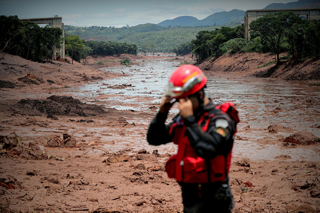 epa07325950 Firefighters participate in the search and rescue work of the victims of the dam breakage of the company Vale, in Brumadinho, municipality of Minas Gerais, Brazil, 27 January 2019. The number of deaths after the rupture of a dam in the Brazilian town of Brumadinho (southeast) rose this Sunday to 37, confirmed today the firefighters, who have evacuated residents of various neighboring communities due to the risk of collapse of a new dam.  EPA/Antonio Lacerda