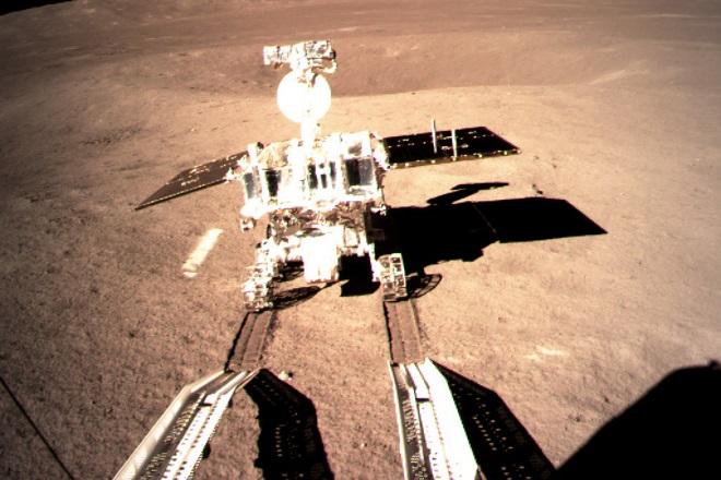 Νέες αποκαλύψεις για την παγωμένη σκοτεινή πλευρά της Σελήνης