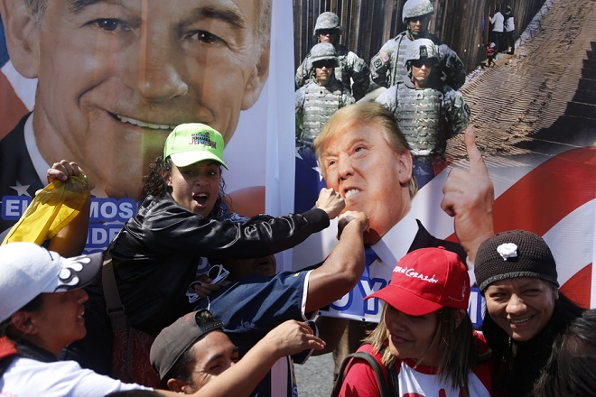 epa07338800 Supporters of Venezuelan President Nicolas Maduro attend a demonstration in Caracas, Venezuela, 02 February 2019. Maduro and his opponent National Assembly leader Juan Guaido have called on their supporters to take to the streets as international pressure increased on Maduro to resign. Guiado had declared himself interim president of Venezuela on 23 January and promised to guide the country toward new election as he consider last May's election not valid.  EPA/Cristian Hernandez