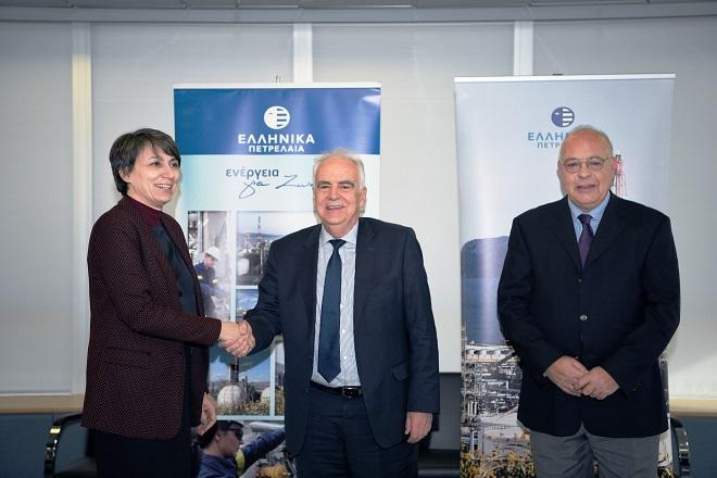 Από αριστερά, η Αντιπρύτανης Έρευνας και Διά Βίου Εκπαίδευσης του Δημοκρίτειου Πανεπιστημίου Θράκης κα Μαρία Μιχαλοπούλου, ο Πρόεδρος και Διευθύνων Σύμβουλος της ΕΛΠΕ κ. Ευστάθιος Τσοτσορός και  ο Καθηγητής και Επιστημονικός Υπεύθυνος του Προγράμματος Μεταπτυχιακών Σπουδών κ. Μιχάλης Χρυσομάλλης.