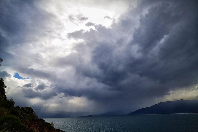 Ο Αντίνοος συνεχίζει να «χτυπά» με βροχές και καταιγίδες